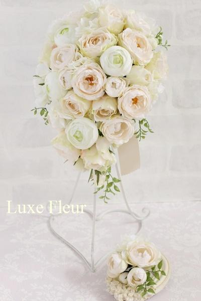コロンと丸いバラたっぷりキャスケードブーケ